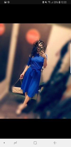 Blaues fast knielanges Kleid