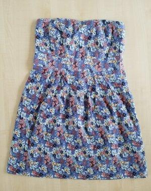 blaues geblümtes Kleid mit Bandeau Ausschnitt / auch mit Trägern tragbar