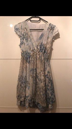 Blaues gemustertes Sommerkleid