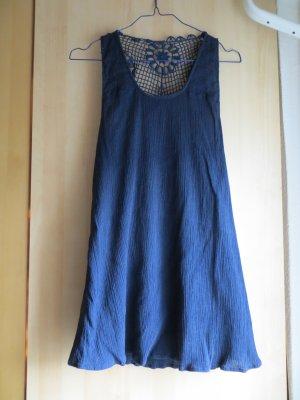 blaues Hippie Top mit Blumenmuster-Netz-Cutouts