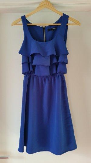 Blaues hübsches Sommerkleid