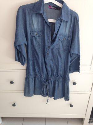 Blaues Jeanskleid von Zara