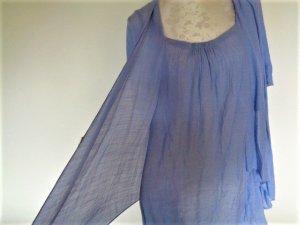 Blaues Kleid in Lagenoptik