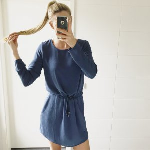blaues Kleid Langarm mit Bändel