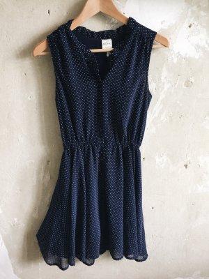 Blaues Kleid mit Punkten von Monki