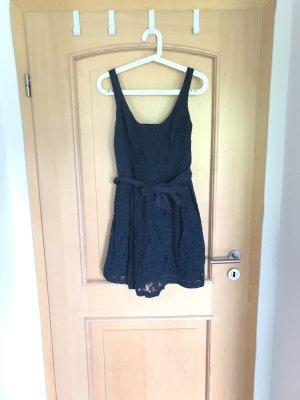 Blaues Kleid mit Schleife von Hollister