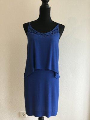 Blaues Kleid mit Spitze von Sandro