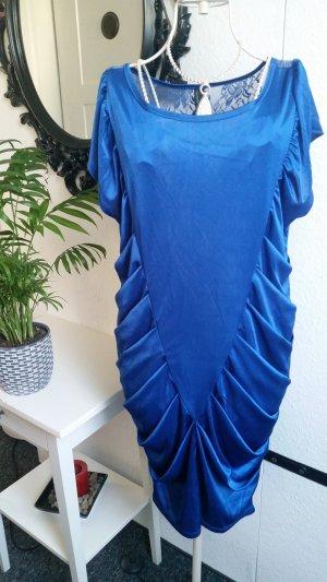 Blaues Kleid mit Spitzenrücken
