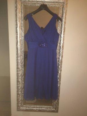 Blaues Kleid mit steinchendetail