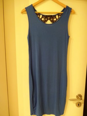 blaues Kleid mit teilweise freiem Rücken