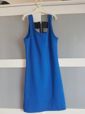 blaues Kleid z.T. rückenfrei