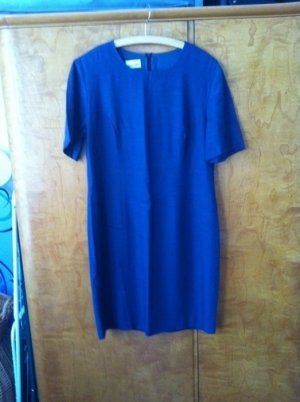 Blaues knielanges Sommer-Kleid