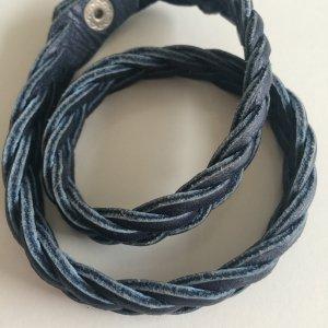 blaues Lederarmband geflochten Echtleder Druckknopf Wickelarmband