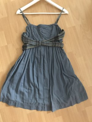 Blaues, luftiges Sommerkleid mit Spagettiträgern