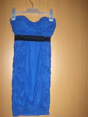 Blaues Minikleid, enganliegend