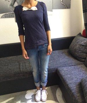 Blaues Oberteil mit 3/4 Ärmeln von Vero Moda mit Schleife und Jeans