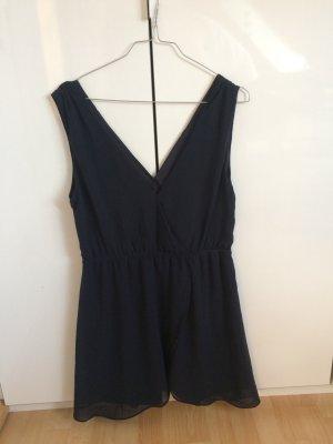 Blaues schlichtes Kleid