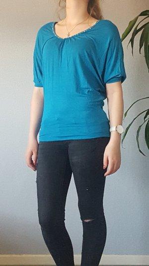 Blaues Shirt mit Schmucksteinchen