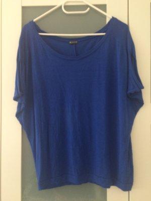 Blaues Shirt mit tollem Ausschnitt