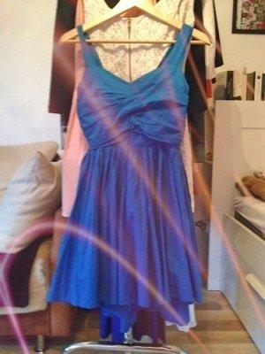 Blaues Sommer Kleid mit Schleife am Rücken