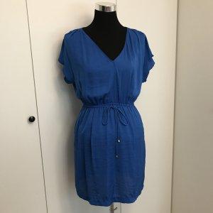Blaues Sommerkleid mit Goldapplikationen