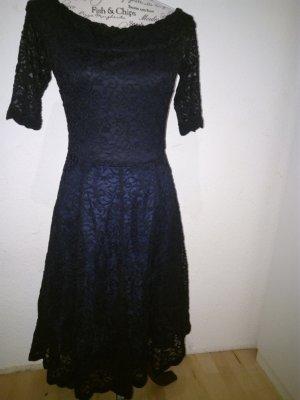 Blaues Spitzen-Kleid lang