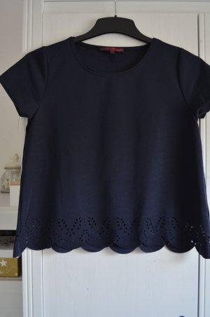 Blaues T-Shirt mit Spitze