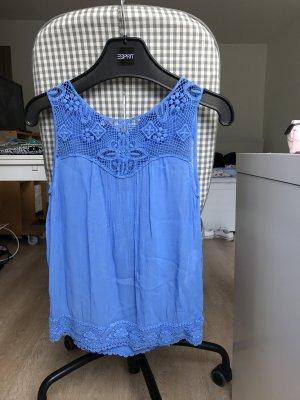 blaues Top mit Crochet - Verziehrung