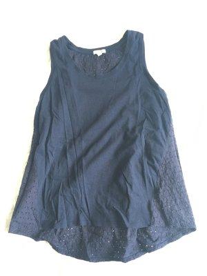 Blaues Top mit Muster am Rücken