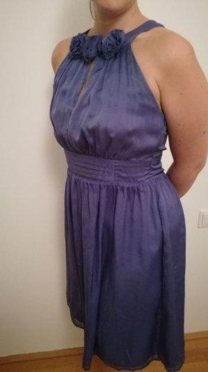 Blauviolettes Seidenkleid