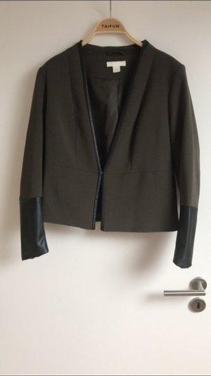 Blazer in Khaki mit Lederimitat an den Ärmeln