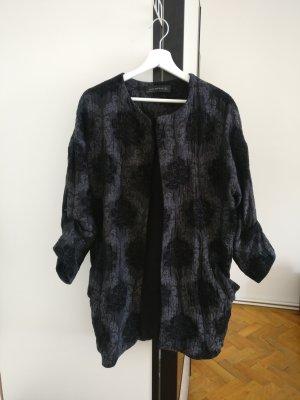 Blazer mit Jaquard Muster und gerafften Ärmeln von Zara