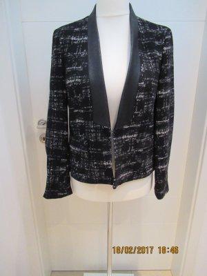 Blazer Wollblazer von Zara in Groesse L Kurzblazer schwarz weiss Boucle mit schwarzem Kunstlederbesatz