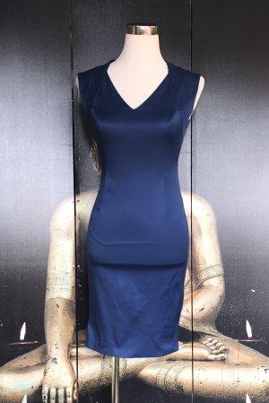Blitzblaues Kleid