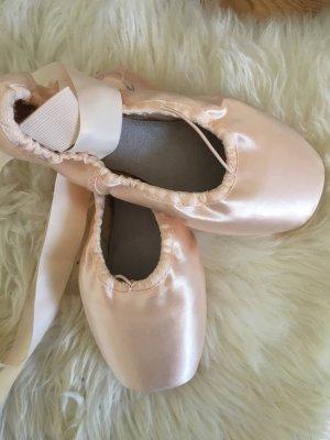 Bloch Ballerinas with Toecap cream