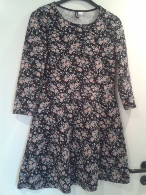 BLOGGER - angesagtes Kleid DIVIDED Fit and Flaire - floral - Gr. 40