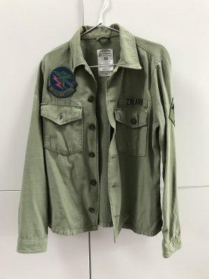 Blogger Leichte Jacke Hemdjacke mit Patches Aufnäher Khaki Gr. 34 / XS - NEU und ungetragen!