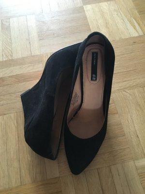 Blogger Style: Schwarze Veloursleder Pumps von H&M, 36, Keilabsat