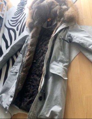 Blonde No. 8 Abrigo de invierno gris claro