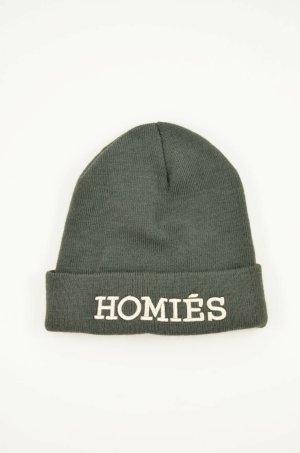 Sombrero de punto gris verdoso