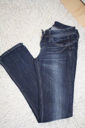 Blue Jeans mit geradem Bein