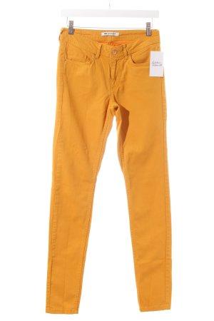 Blue Ridge Denim Vaquero pitillo naranja dorado look casual