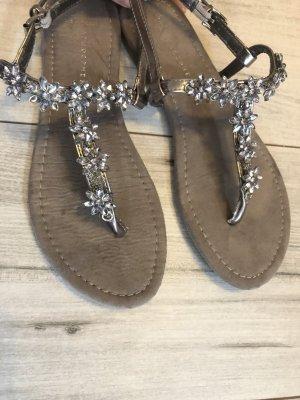 Sandalo con tacco alto e lacci a T multicolore