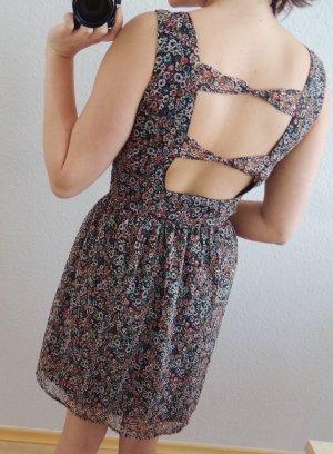 Blümchenkleid mit Rückendetail