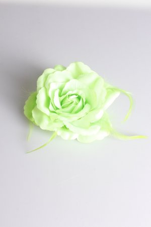 Blüten-Haargummi mit Federn grün