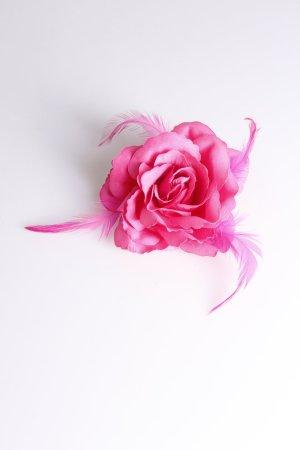 Blüten-Haargummi mit Federn pink