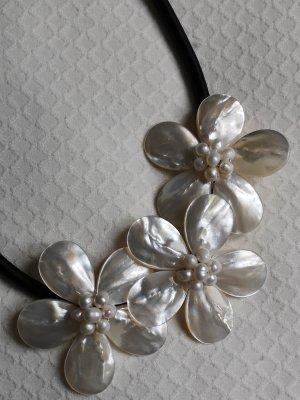 Blütenkette in Perlmutoptik