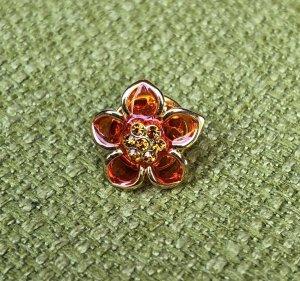 Blume Brosche mit Steinen