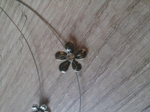 Blumen-Kette und passende Ohrringen (im Set)