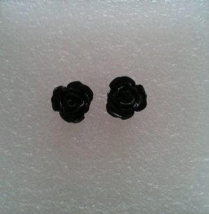 Ear stud black